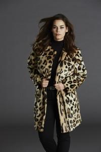 """Lækker fakefur pelsfrakke fra Etage Plus - er vild med at kurvede kvinder også kan få feminint og lækkert overtøj som signalerer """"her kommer jeg"""""""