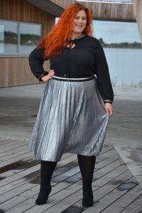 Metallic plisseret nederdel - har sat den højt i taljen