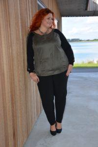 Denne bluse har den lækreste grønne farve og materialemixet elsker jeg!