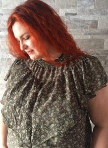 Smuk smuk top med masser af flæser - også cool til et par rå jeans!